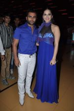 Sunny Leone, Sachiin Joshi at Jackpot theatrical unveiling in Mumbai on 13th Nov 2013 (4)_52851990a2301.JPG