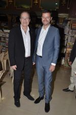 Peter James at Landmark book launch in Andheri, Mumbai on 14th Nov 2013 (4)_5285926626085.JPG