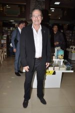 Peter James at Landmark book launch in Andheri, Mumbai on 14th Nov 2013 (7)_528592673ef55.JPG