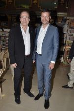 Peter James at Landmark book launch in Andheri, Mumbai on 14th Nov 2013 (3)_52859265c33ca.JPG