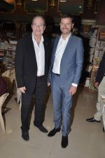 Peter James at Landmark book launch in Andheri, Mumbai on 14th Nov 2013 (5)_5285926680ab0.JPG