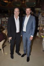 Peter James at Landmark book launch in Andheri, Mumbai on 14th Nov 2013 (6)_52859266dc048.JPG