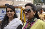 Poonam Dhillon, Shaina NC at cricket match in Mumbai on 15th Nov 2013
