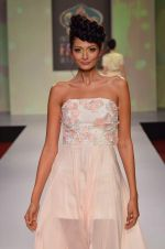 at Drashta Show on day 2 of Signature International fashion week in Mehboob, Mumbai on 16th Nov 2013 (106)_5288ff6675b7b.JPG