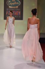 at Drashta Show on day 2 of Signature International fashion week in Mehboob, Mumbai on 16th Nov 2013 (107)_5288ff66cf590.JPG