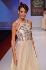 at Drashta Show on day 2 of Signature International fashion week in Mehboob, Mumbai on 16th Nov 2013 (108)_5288ff6733c33.JPG