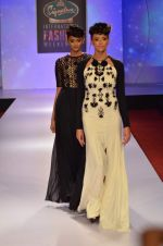at Drashta Show on day 2 of Signature International fashion week in Mehboob, Mumbai on 16th Nov 2013 (109)_5288ff679bc62.JPG