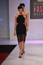 at Drashta Show on day 2 of Signature International fashion week in Mehboob, Mumbai on 16th Nov 2013 (69)_5288ff557e827.JPG