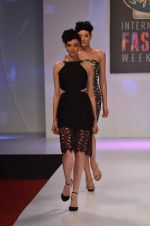 at Drashta Show on day 2 of Signature International fashion week in Mehboob, Mumbai on 16th Nov 2013 (70)_5288ff55da911.JPG