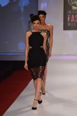 at Drashta Show on day 2 of Signature International fashion week in Mehboob, Mumbai on 16th Nov 2013 (71)_5288ff563eb7c.JPG