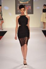 at Drashta Show on day 2 of Signature International fashion week in Mehboob, Mumbai on 16th Nov 2013 (78)_5288ff592a292.JPG