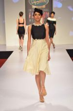 at Drashta Show on day 2 of Signature International fashion week in Mehboob, Mumbai on 16th Nov 2013 (84)_5288ff5d6a859.JPG