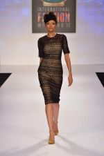 at Drashta Show on day 2 of Signature International fashion week in Mehboob, Mumbai on 16th Nov 2013 (90)_5288ff5f95873.JPG