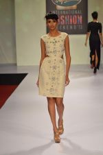 at Drashta Show on day 2 of Signature International fashion week in Mehboob, Mumbai on 16th Nov 2013 (98)_5288ff62b3af5.JPG