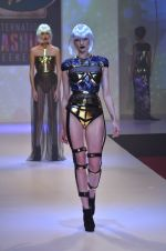 Model walks for Shane Falguni at Signature International fashion week 2013 on 17th Nov 2013 (14)_5289a4c58ed00.JPG