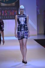 Model walks for Shane Falguni at Signature International fashion week 2013 on 17th Nov 2013 (18)_5289a4c726be4.JPG