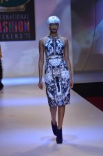 Model walks for Shane Falguni at Signature International fashion week 2013 on 17th Nov 2013 (35)_5289a4cddccf7.JPG