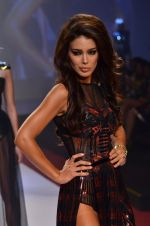 Model walks for Shane Falguni at Signature International fashion week 2013 on 17th Nov 2013 (10)_5289a4d2750f9.JPG