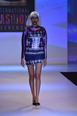 Model walks for Shane Falguni at Signature International fashion week 2013 on 17th Nov 2013 (25)_5289a4c9e8e65.JPG