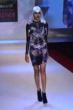 Model walks for Shane Falguni at Signature International fashion week 2013 on 17th Nov 2013 (33)_5289a4cd0c5d3.JPG