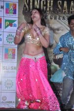 Simran Khan at Singh Saheb the great promotional event in R City Mall, Mumbai on 19th Nov 2013 (13)_528c6baaddab0.JPG