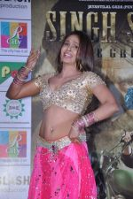 Simran Khan at Singh Saheb the great promotional event in R City Mall, Mumbai on 19th Nov 2013 (16)_528c6ba5c0096.JPG