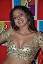 Simran Khan at Singh Saheb the great promotional event in R City Mall, Mumbai on 19th Nov 2013 (40)_528c6b8b4d1e5.JPG