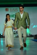 Mohit Raina on the ramp for Welingkar_s in Matinga, Mumbai on 22nd Nov 2013 (97)_529082e42899b.JPG