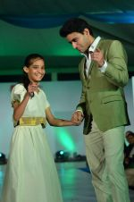 Mohit Raina on the ramp for Welingkar_s in Matinga, Mumbai on 22nd Nov 2013 (99)_529082e36f78e.JPG