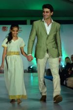 Mohit Raina on the ramp for Welingkar_s in Matinga, Mumbai on 22nd Nov 2013 (98)_529082e3c6100.JPG