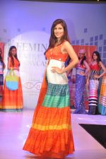 Vanya Mishra walks for Tangerine Home couture in Mumbai on 30th Nov 2013 (27)_529b22165cd16.JPG