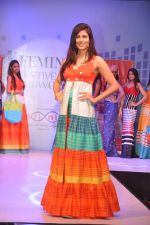 Vanya Mishra walks for Tangerine Home couture in Mumbai on 30th Nov 2013 (29)_529b221565edd.JPG