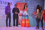 Vanya Mishra walks for Tangerine Home couture in Mumbai on 30th Nov 2013 (38)_529b221107106.JPG
