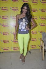 Nicole Faria at the Promotion of Yaariyan at 98.3 FM Radio Mirchi in Mumbai on 5th Dec 2013 (24)_52a1b688a7c14.JPG