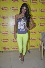 Nicole Faria at the Promotion of Yaariyan at 98.3 FM Radio Mirchi in Mumbai on 5th Dec 2013 (25)_52a1b6897525d.JPG