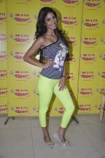 Nicole Faria at the Promotion of Yaariyan at 98.3 FM Radio Mirchi in Mumbai on 5th Dec 2013 (27)_52a1b68a9af42.JPG