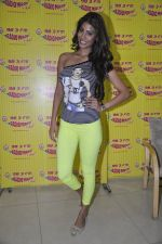 Nicole Faria at the Promotion of Yaariyan at 98.3 FM Radio Mirchi in Mumbai on 5th Dec 2013 (31)_52a1b68c36992.JPG