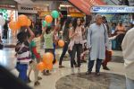 Om Puri, Shilpa Anand on location of the film The Mall in Bhayander, Mumbai on 9th Dec 2013 (1)_52a6aee94fd81.JPG