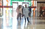 Om Puri, Shilpa Anand on location of the film The Mall in Bhayander, Mumbai on 9th Dec 2013 (7)_52a6aece5b245.JPG