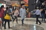 Om Puri, Shilpa Anand on location of the film The Mall in Bhayander, Mumbai on 9th Dec 2013 (8)_52a6aecec6833.JPG