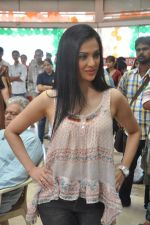 Shilpa Anand on location of the film The Mall in Bhayander, Mumbai on 9th Dec 2013 (10)_52a6aed2ed504.JPG