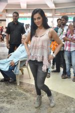 Shilpa Anand on location of the film The Mall in Bhayander, Mumbai on 9th Dec 2013 (12)_52a6aed46110c.JPG