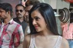 Shilpa Anand on location of the film The Mall in Bhayander, Mumbai on 9th Dec 2013 (4)_52a6aed020229.JPG