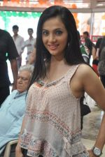 Shilpa Anand on location of the film The Mall in Bhayander, Mumbai on 9th Dec 2013 (6)_52a6aed103221.JPG