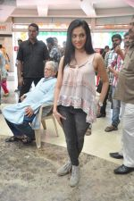 Shilpa Anand on location of the film The Mall in Bhayander, Mumbai on 9th Dec 2013 (8)_52a6aed201e3a.JPG
