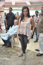 Shilpa Anand on location of the film The Mall in Bhayander, Mumbai on 9th Dec 2013 (9)_52a6aed277f1b.JPG