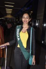 Shobhita Dhulipala Miss Earth arrives from Philippines in Mumbai Airport on 9th Dec 2013 (11)_52a6a9ce62e31.JPG