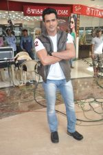 on location of the film The Mall in Bhayander, Mumbai on 9th Dec 2013 (27)_52a6af051eb0c.JPG