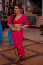 Khushboo Purohit of DID fame in a sensational item song for film Mainu Ek Ladki Chaahiye in Future Studio, Mumbai on 14th Dec 2013 (50)_52ad4ddbd22a4.JPG