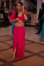 Khushboo Purohit of DID fame in a sensational item song for film Mainu Ek Ladki Chaahiye in Future Studio, Mumbai on 14th Dec 2013 (49)_52ad4ddb77eab.JPG